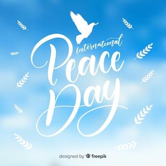 Элегантный мир день фон с белым голубя