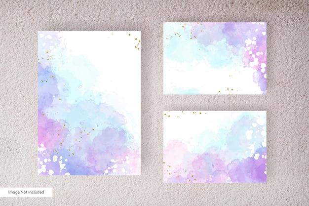 手描きのダイナミックな流体と手描きの水彩スプラッシュで設定されたエレガントな水彩の結婚式の招待カードテンプレート