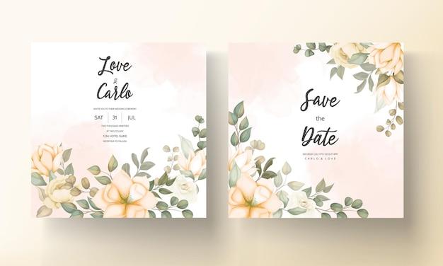 花の装飾が施されたエレガントな結婚式の招待カード