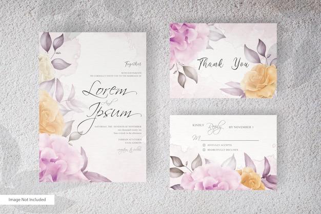 美しい花と葉の配置でエレガントな結婚式の招待状のテンプレート