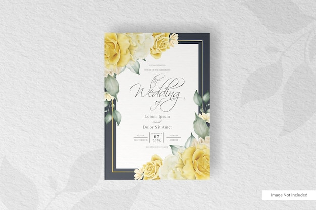 Элегантное свадебное приглашение с красивым акварельным цветком и расположением листьев
