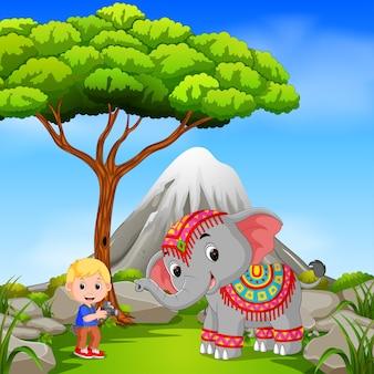 象とカメラマン、山を抱く