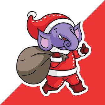 サンタクロースの衣装を着た象は、贈り物の袋を持ってきて、親指を立てるサインを作ります
