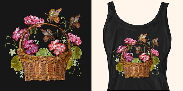 赤いゼラニウムと熱帯の蝶の刺繍の美しい花