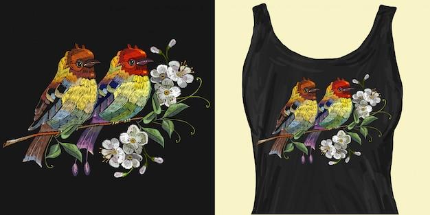 桜の開花に二羽の鳥の刺繍