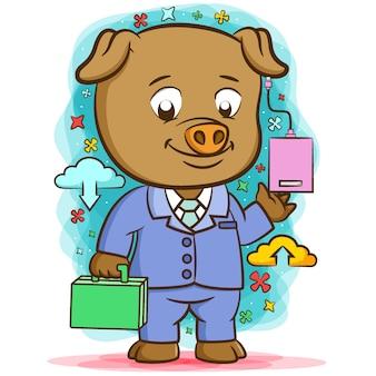 Служащая коричневая свинья держит зеленую сумку