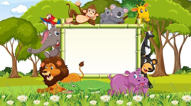 숲에 다양한 야생 동물이 있는 빈 배너