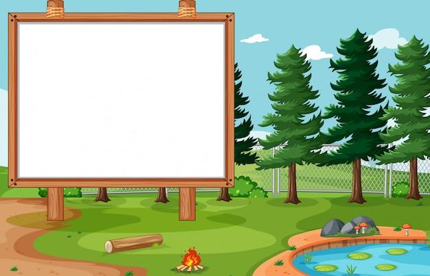 자연 공원 풍경에 빈 게시판