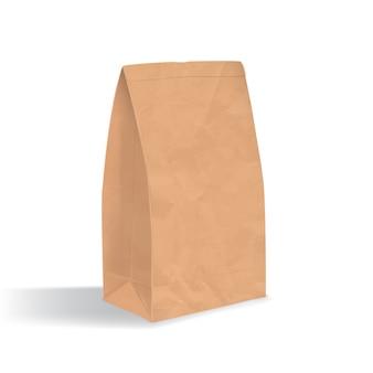空の茶色の紙袋。白い背景で隔離の影で現実的な三角クラフトパッケージ。デザインテンプレート。