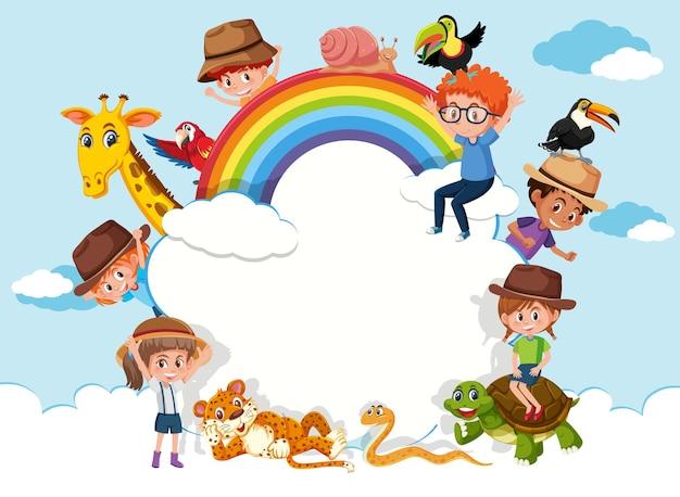 하늘 배경에 아이들과 동물원 동물이 있는 빈 구름 배너