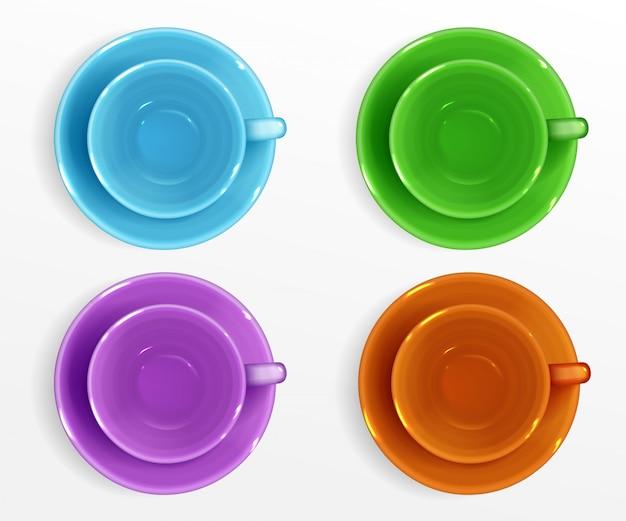 Пустые цветные чашки для кофе и чая вид сверху