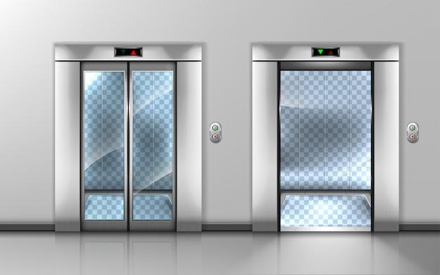 Пустой стеклянный лифт с открытыми и закрытыми дверями