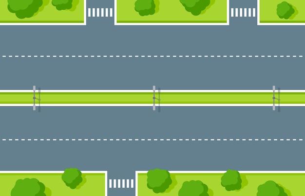 빈 고속도로 상위 뷰입니다. 횡단보도가 있는 도로 아스팔트, 흰색 점선 줄무늬, 번개 및 나무와 덤불이 있는 녹색 구역. 차량 및 보행자 벡터 일러스트 레이 션에 대한 도로 표시