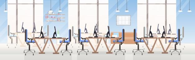 Пусто нет людей открытое пространство творческий центр совместной работы рабочие столы с компьютерными мониторами современный офис интерьер плоский горизонтальный баннер