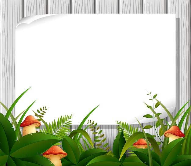 木製の看板に空の紙の空白