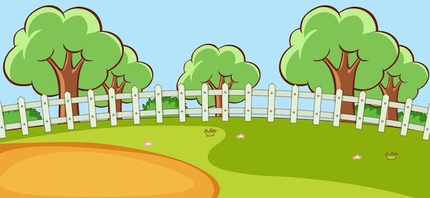 多くの木がある空の公園の風景シーン