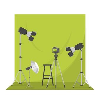 緑の背景の空の写真スタジオ。写真撮影