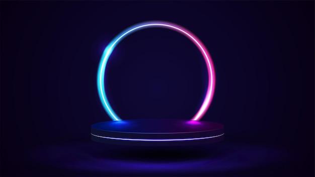 배경에 선 그라데이션 네온 링이 있는 빈 연단입니다. 3d 렌더링입니다. 분홍색과 파란색 네온 프레임이 있는 추상 장면이 있는 그림