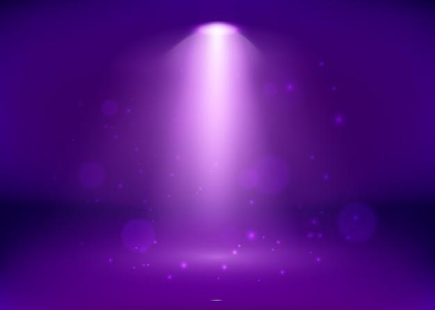 Пустая фиолетовая студия и прожектор