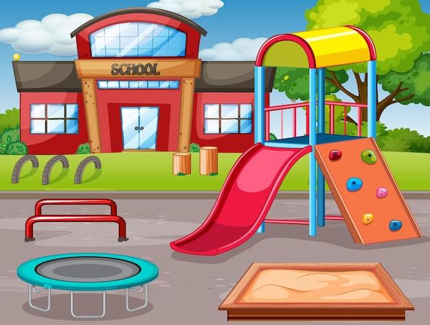 空の学校の屋外の遊び場