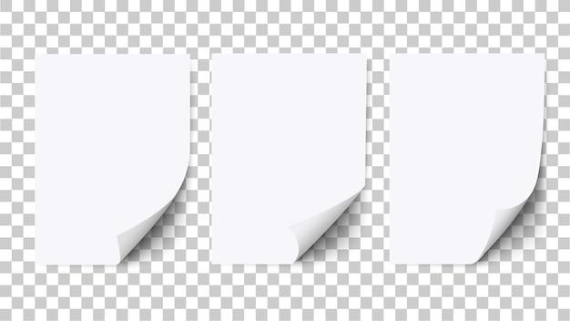 구부러진 모서리와 그림자, 종이 모형이 있는 빈 백서. 흰색 절연 현실적인 a4 빈 구부러진 템플릿입니다. 벡터 세트