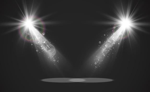 スポットライトのある空のステージ。透明な背景の照明器具。
