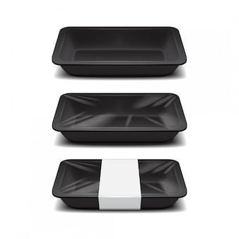 空の発泡スチロールの食品保管。黒い食品プラスチックトレイ、白いラベルが付いた泡の食事容器のセット