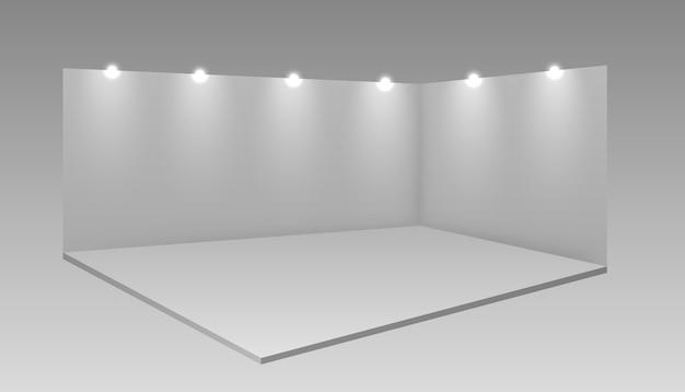 빈 흰색 전시 부스. 책상과 흰색 빈 홍보 광고 스탠드. 흰색 빈 프로모션.