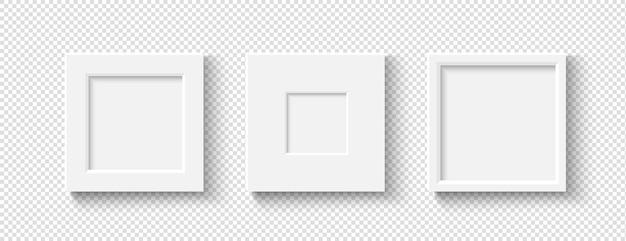 Пустые белые рамы для картин с реалистичными тенями.