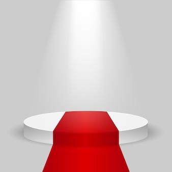 Пустой белый подиум с красной ковровой дорожкой