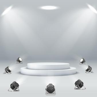スポットライトに囲まれた空の白い丸い表彰台白い背景にスポットライトの表彰台。ステージ、台座、プレゼンテーションベクトル。光沢のある白い丸い台座の表彰台。