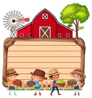 Пустая деревянная доска с детьми-фермерами и сараем