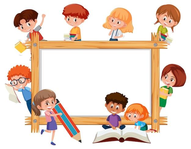 많은 학교 아이들이 만화 캐릭터와 함께 빈 나무 프레임