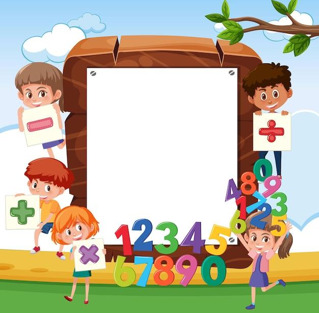 Пустая деревянная рамка со школьниками и математическими объектами