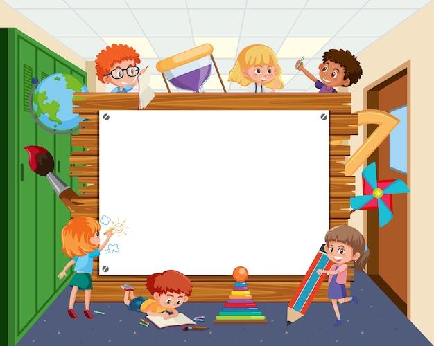 学校の子供たちの漫画と空の木製フレーム