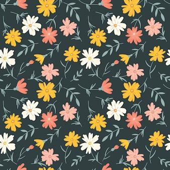 Бесконечный цветочный узор с простыми разноцветными цветами.