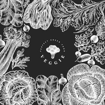 분필 보드 배경에 새겨진 스타일 식물 프레임 그림