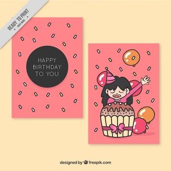 소녀와 큰 컵 케이크와 함께 즐거운 생일 카드