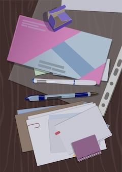 사무실 테이블에 봉투, 메모장, 달력 및 편지.
