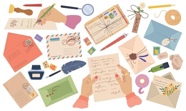 Конверты, письма, бумажные почтовые открытки с марками и почтовыми марками, руки, пишущие письмо, векторный набор