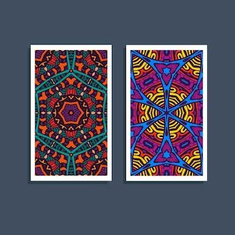 エスニックなお祝いのカラフルなパターンカード。部族のアートプリント。カラフルな境界線の背景のテクスチャ。生地、布のデザイン、壁紙、ラッピング