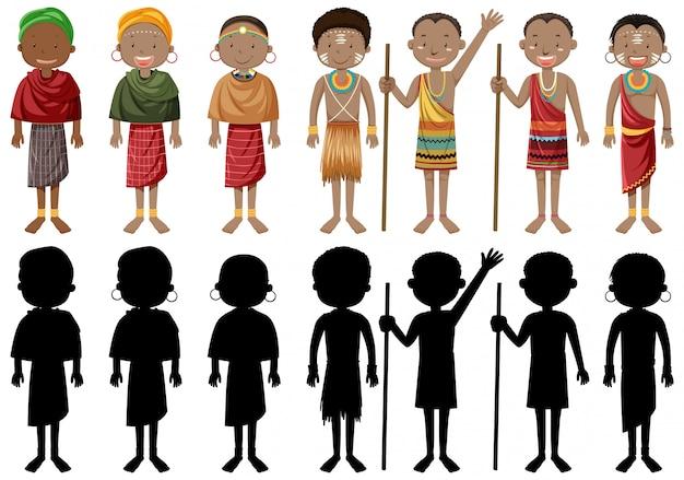Этнические люди африканских племен в традиционной одежде