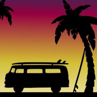 Вечерний силуэт сцены на пляже с пальмами с ретро-автомобилей и досок для серфинга. иллюстрация