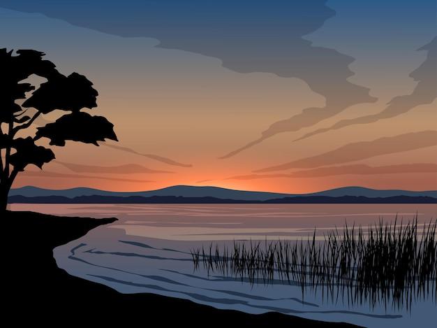 호수와 나무 실루엣으로 저녁 하늘