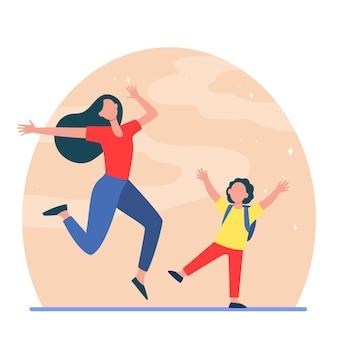 興奮したママと息子が楽しんでいます。女性と少年のジャンプとフラットなイラストを踊る。