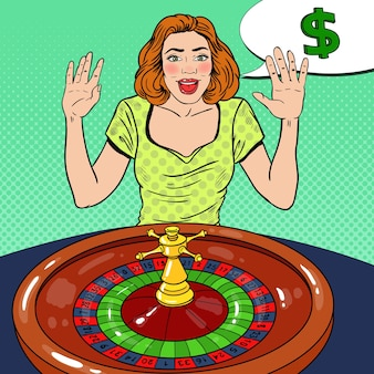 Возбужденная женщина за столом рулетки