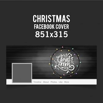 Рождественская обложка facebook, включая креативную типографию, провода и красочные луковицы на черном деревянном фоне