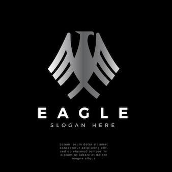 ファルコン、タカ、ワシの羽の強いモノグラムのロゴデザイン