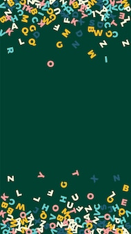 Падающие буквы английского языка. пастельные летающие слова латинского алфавита. концепция изучения иностранных языков. оптимальный обратно в школу баннер на фоне доски.