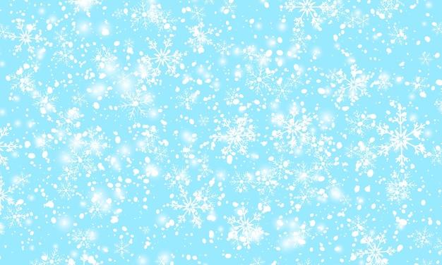 떨어지는 눈. 겨울 푸른 하늘입니다. 스파클 눈 배경입니다.